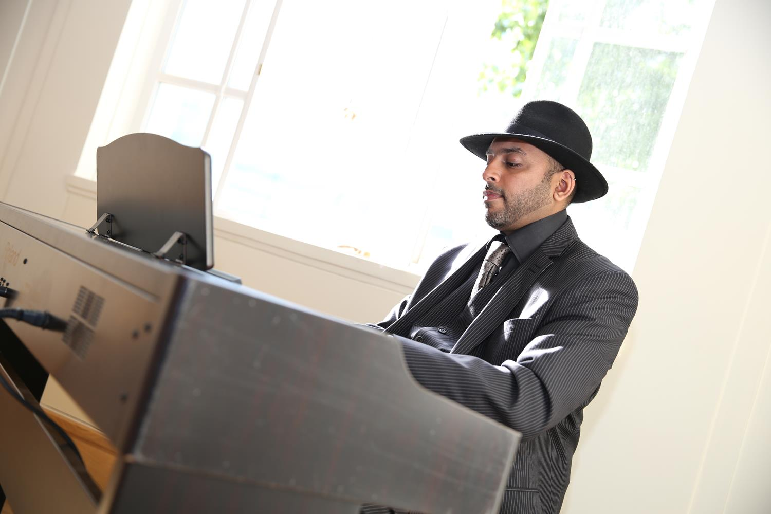 Pianist at Indian Wedding by MAKSAM Photography London